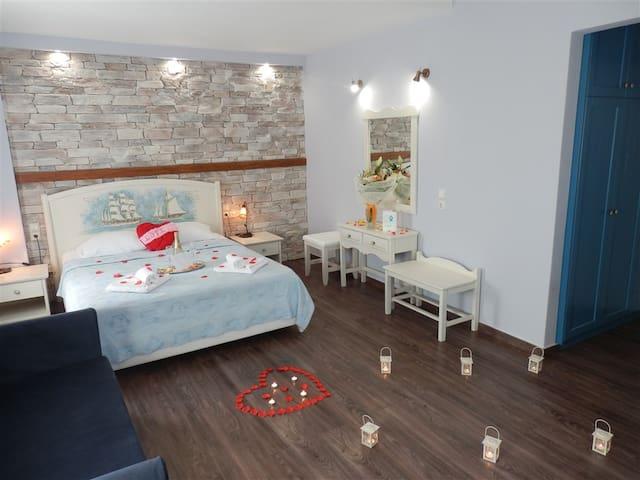 HoneyMoon Suites Flamingo with Panoramic Sea View - Chorefto