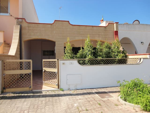 Holiday Apartment with Air Conditioning and Courtyard; Parking available; Pets Allowed