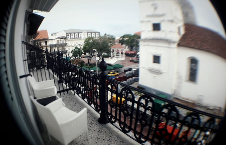 Chic Studio in Casco Antiguo - View to Main Plaza - Panamá - Daire