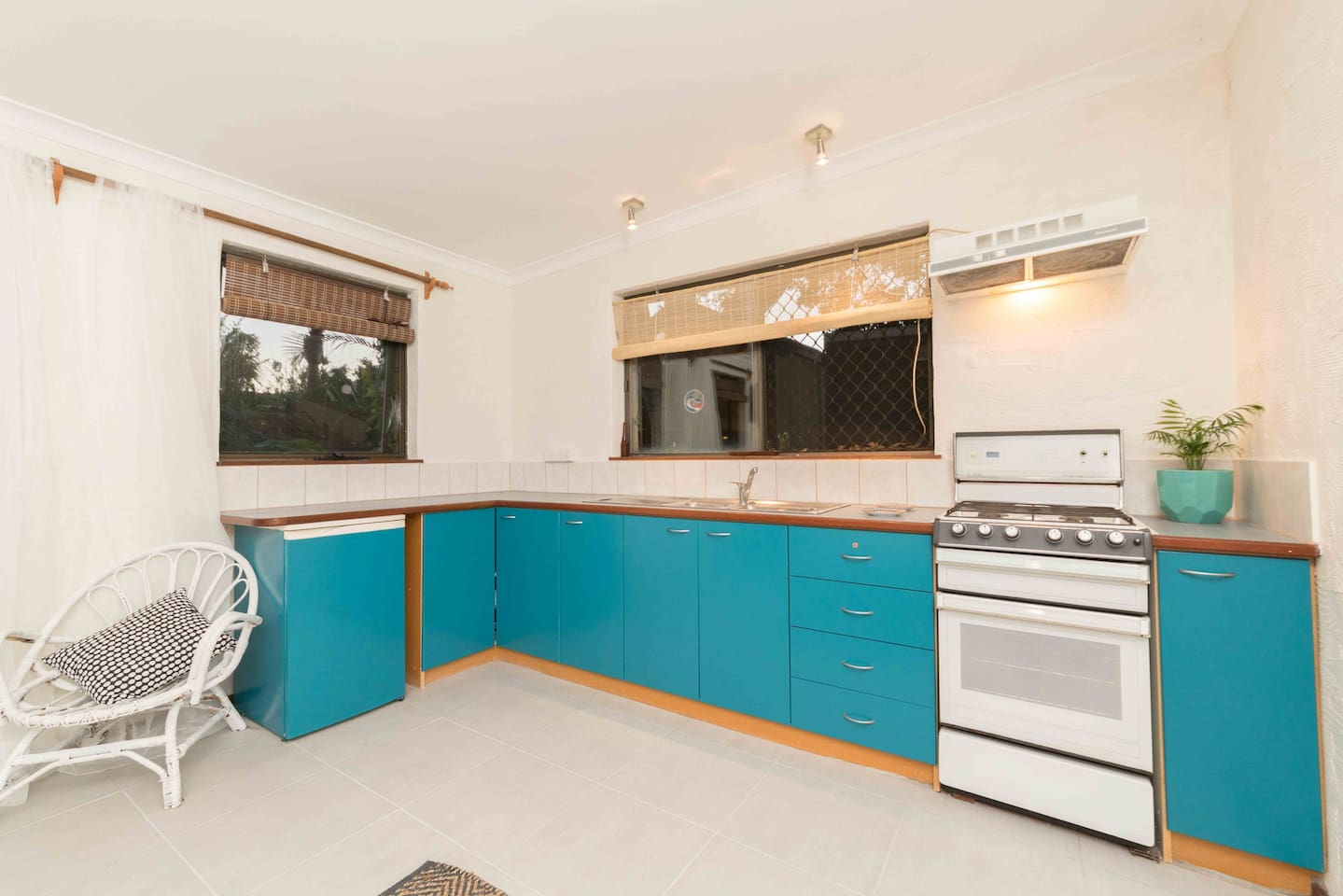 Poolside Oasis - Guesthouses for Rent in Beaconsfield, Western ...