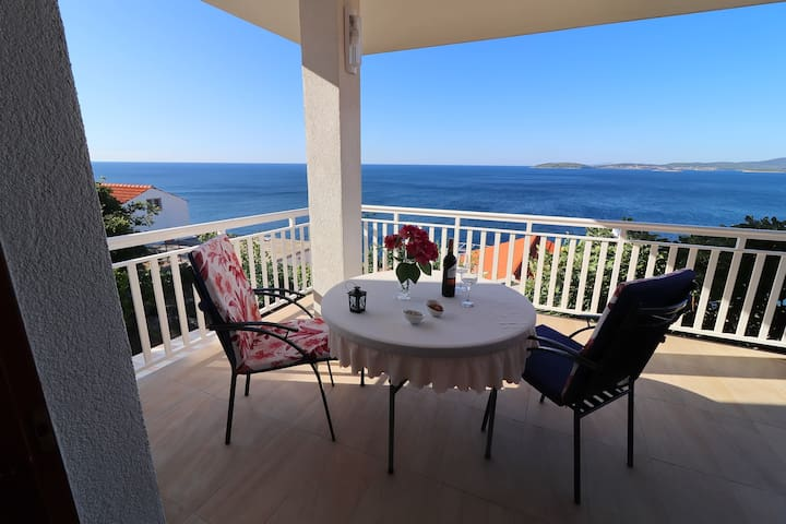 Seaside Apartments Hrkać - Comfort One Bedroom Apartment with Terrace and Sea View 1