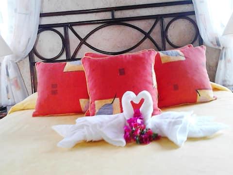 3 bedrooms,en suite,view, pool,AC, near beach,WiFi