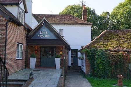 Charming Inn with modern rooms + Ensuite's - Henley