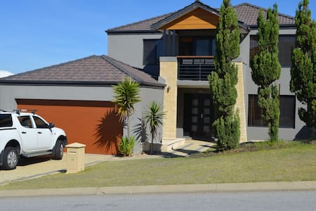 Avalon Beach Holiday Home - Wannanup - Dom