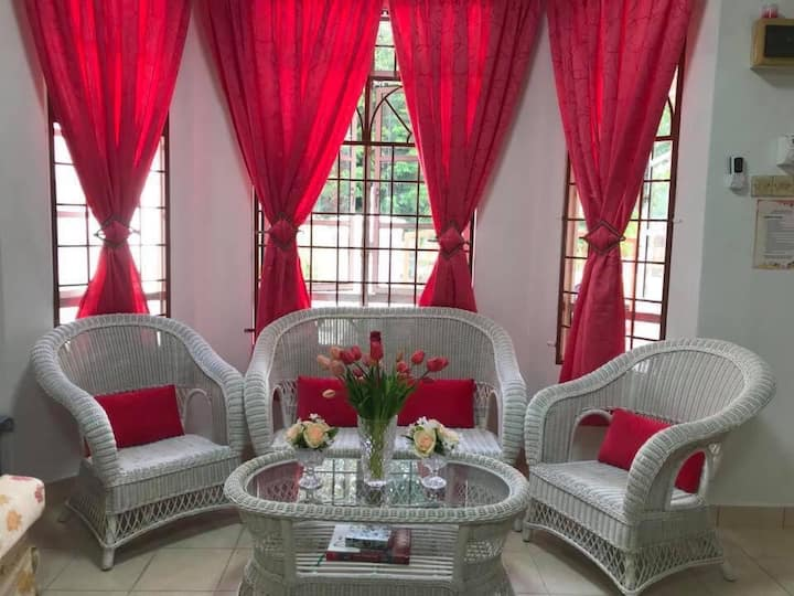 Budget Homestay Aishah Shah Alam Subang