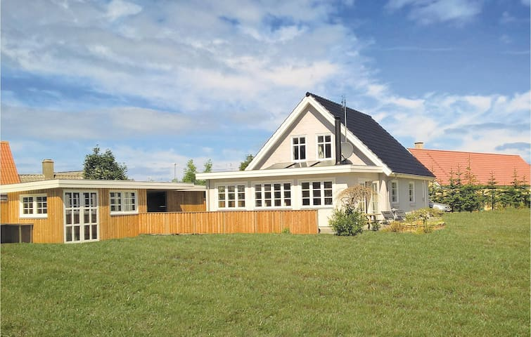 Holiday cottage with 4 bedrooms on 150m² in Glesborg