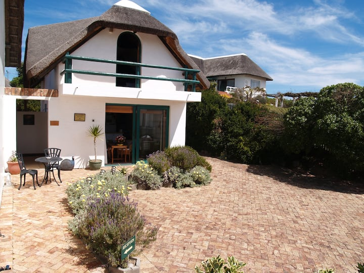 Self-catering Cottage with magnificent sea view.