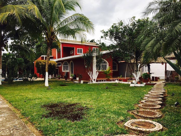 Casa en Leona Vicario, Q. Roo a 20 min de Cancún