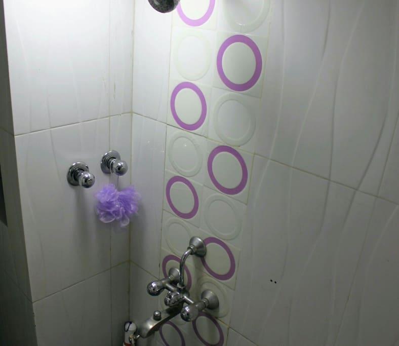 Clean & compact bathroom!