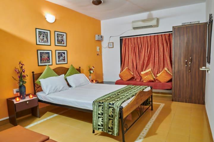 Double Bedroom: LivingStone, Karjat