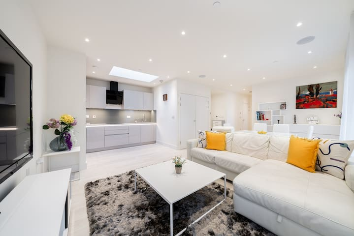 Newly built and spacious apartment with a terrace