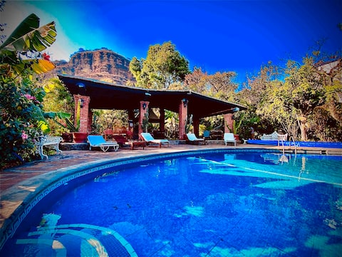 Tonal Cuatli. House with pool and large garden.