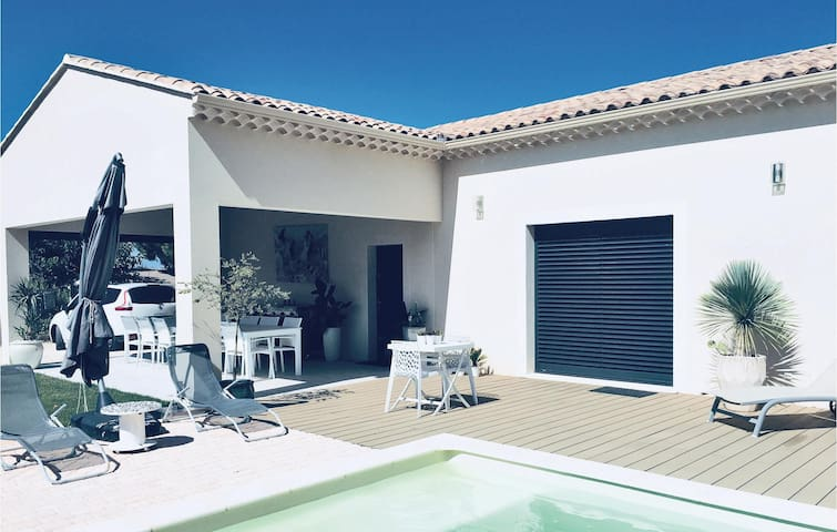 Holiday cottage with 4 bedrooms on 140m² in Saint Restitut