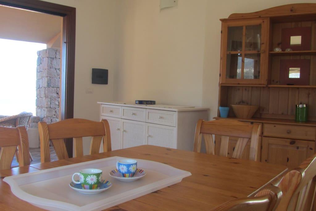 2° soggiorno con tavolo da pranzo