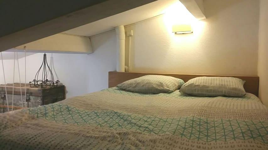 chambre 2 : en mezzanine... comme un cocoon. ..