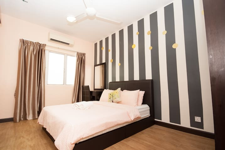 R1522- 7 mins drive to Ipoh Weil Hotel( 4-10pax)