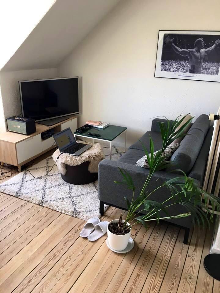 Stue - sofa og TV