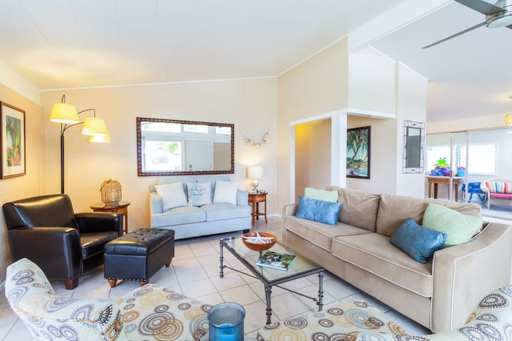 Serene 3BR w/ Lanai & Private Yard, Walk to Beach