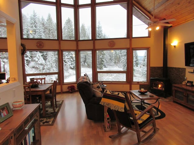 Beautiful Mountain Cabin on 6 acres facing River. - Sandpoint - Casa