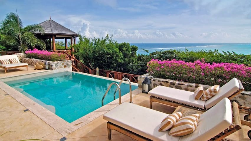 The Perfect Essence of Tropical Living