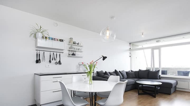 Clean and Cosy Downtown Apartment