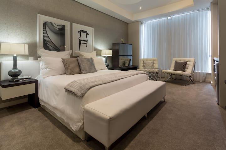 Sandton Skye Executive Apartment 807 B