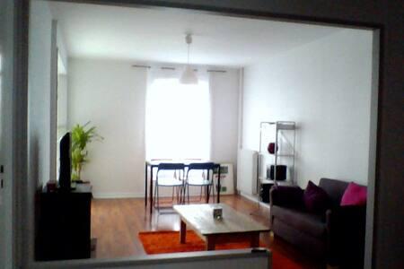 Agréable chambre au calme proche du centre-ville - Poitiers - Lejlighed
