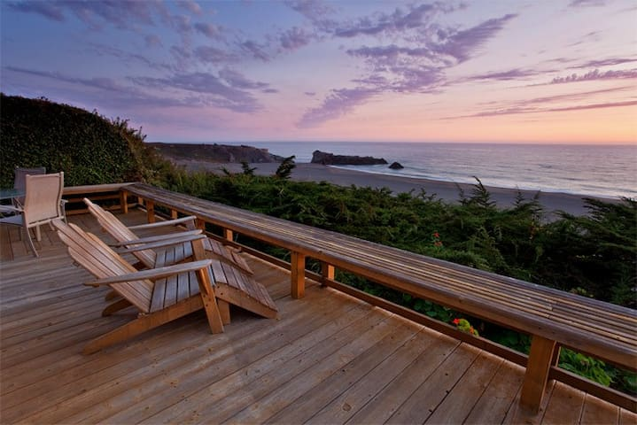 Cliff Cottage - Ocean front getaway.