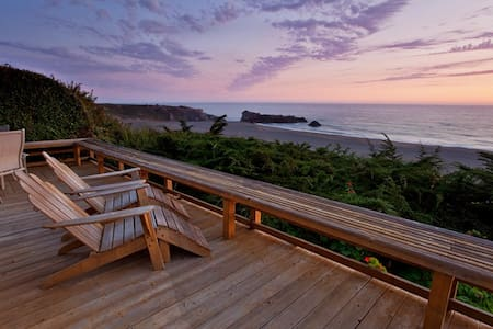 Cliff Cottage - Ocean front getaway.
