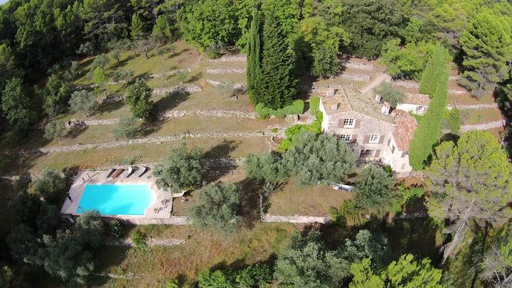 Belle vieille villa en pierre avec piscine