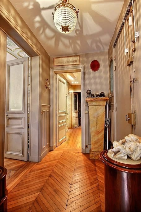 Entrance   The 4 square meters entrance hall leads directly to : the kitchen, living room, bathrooms and bedrooms.