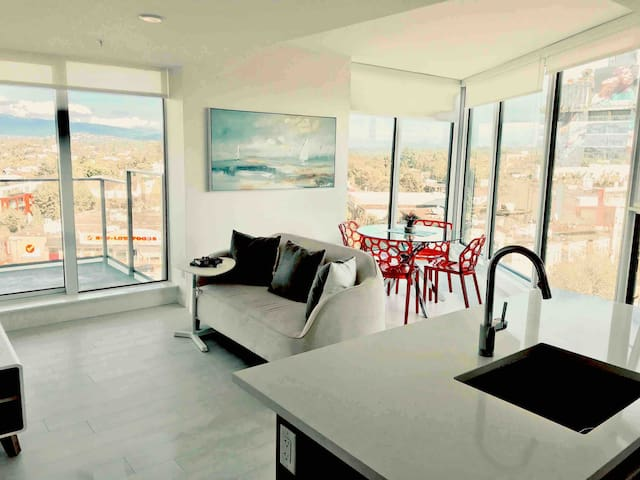 Super clean condo with an amazing view!