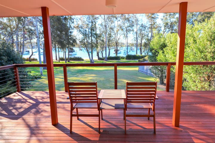 Wemberley Lakehouse - Lake views, Wifi &  Pool !