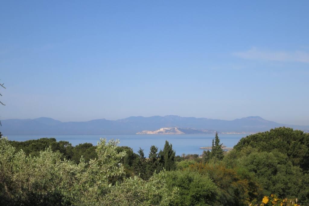 Meerblick nach Cagliari, Welle del Diavolo und Berge Monte Arcosu