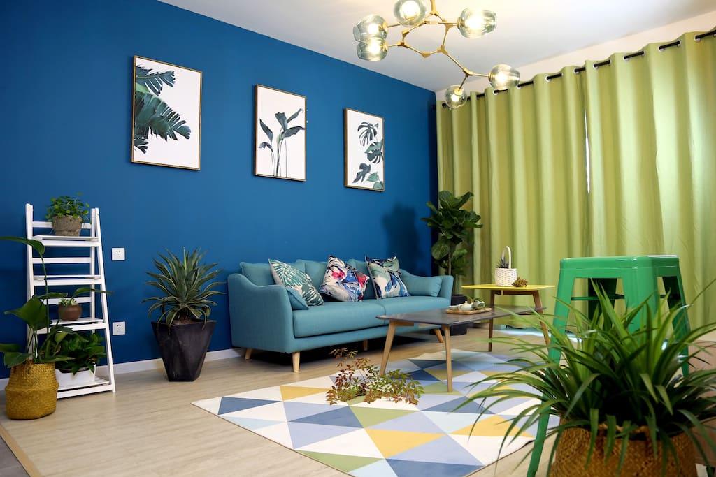 色彩明快的客厅,时尚感十足