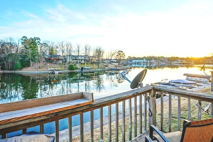 New Beautiful Lake Hamilton Condo