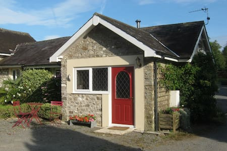 Carol's Cottage with log burning stove - Llandeilo
