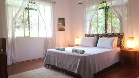 Private, cozy, clean room in residential Tanga