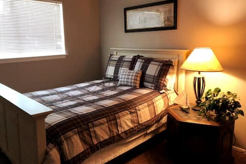 Solo Traveler Comfy Room w/ fast WIFI
