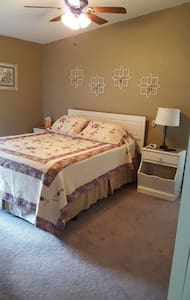 Private Queen or Two Twin Bedroom w/ private bath! - Gold Bar