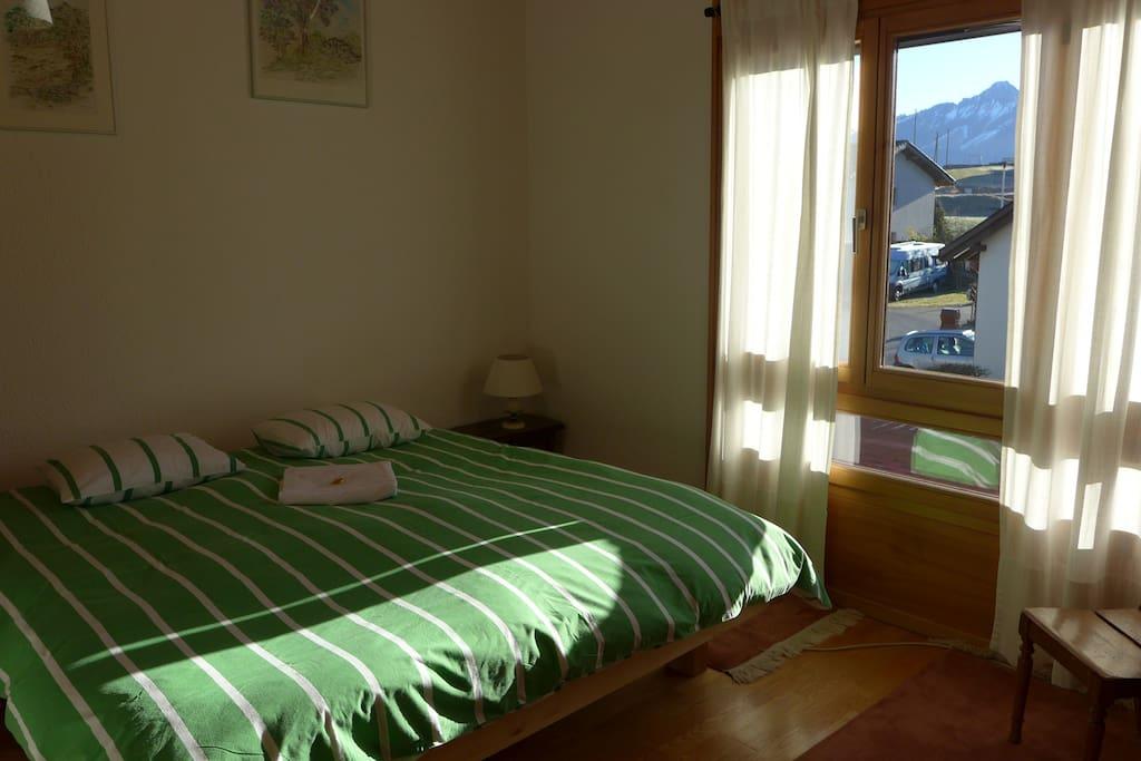 Chambre avec vue sur les Alpes