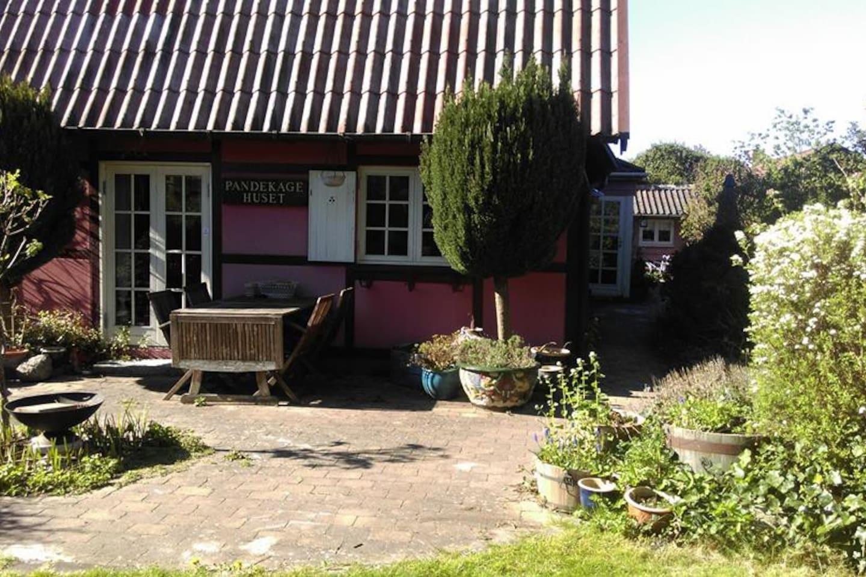 The pancake house, front garden