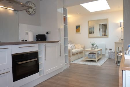Holywell Hideaway (1 bed cottage in Meads) - Eastbourne