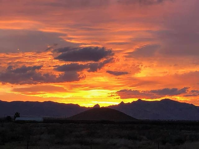 25 Acre Scenic Ranch Pearce AZ Stunning 360MT WiFi