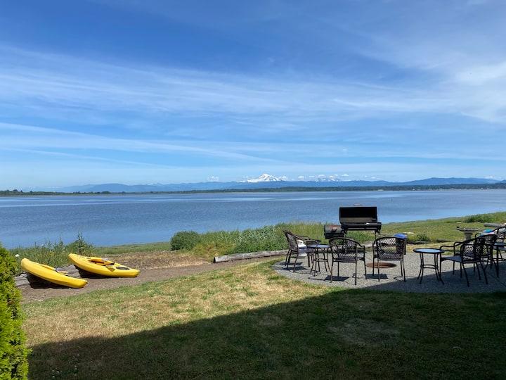 Seaside Serenity- Updated Beachfront home