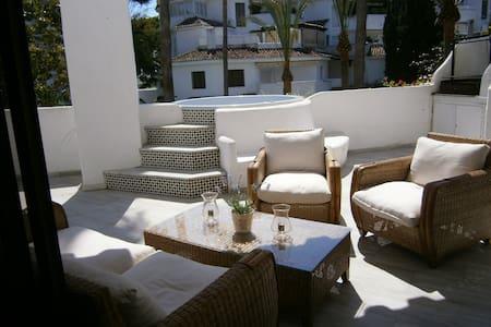 Marbella, GOLDEN BEACH (Frontbeach/Pie de playa)
