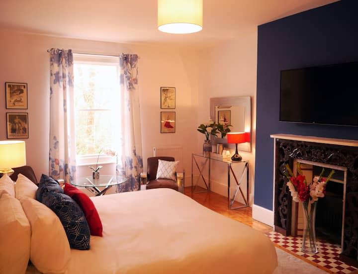 Art Deco Private En Suite Room in Country Hotel
