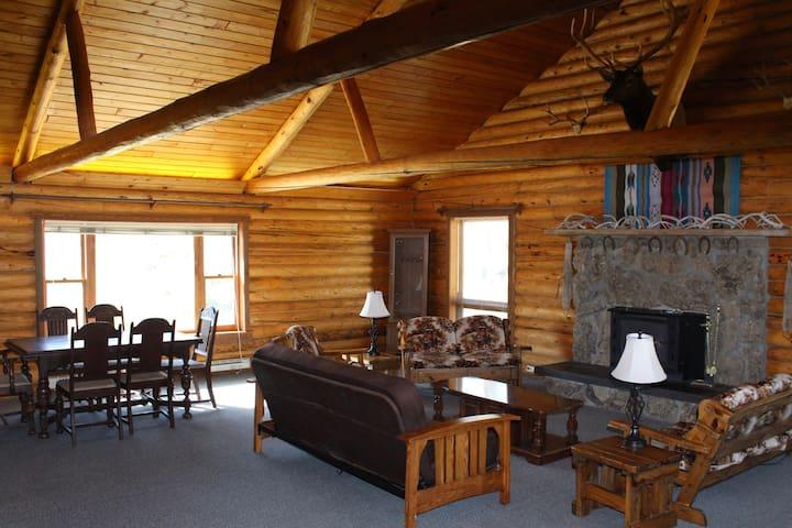 Western Lodge in Wapiti Valley