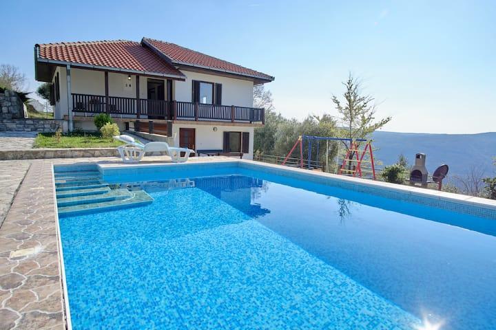 Villa Olga с видом на Боко-Которский залив