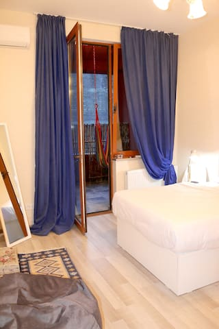 Light and cozy  place  helps you to feel Tbilisi - Tbilisi - Byt